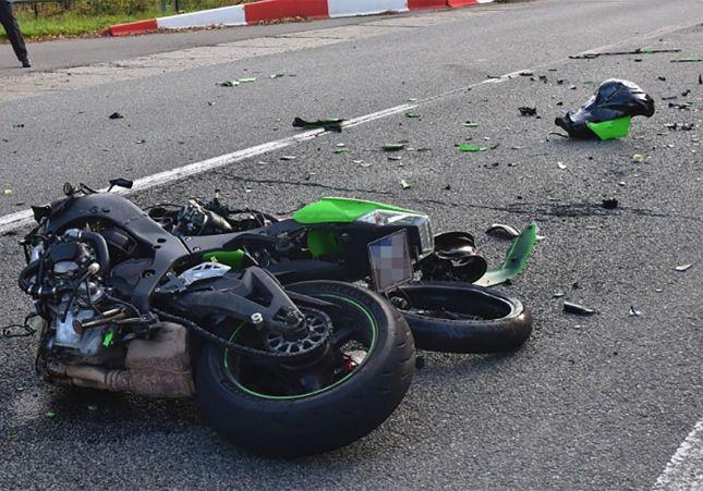 moto siniestrada en la carretera por un accidente
